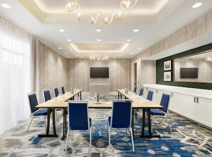 Meeting Room with U-Shape Table Layout and Wall Mounted HDTV