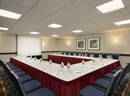 Pindar Meeting Room U-Shape Setup with Projection Screen in the Front