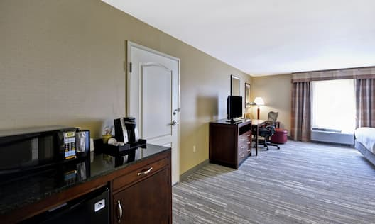 Accessible Guestroom with Work Desk, HDTV, and Wet Bar