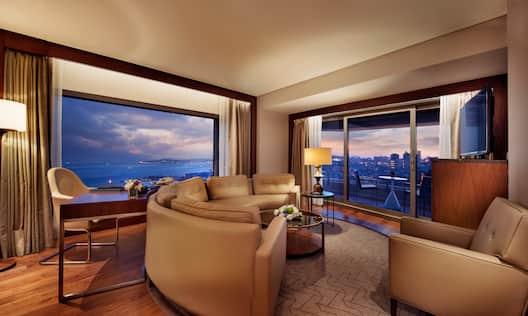 Bosphorus Suite with Balcony Guestroom