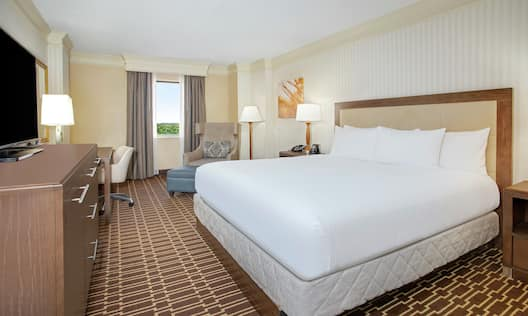 Executive Guest Room with King Bed, Television and Work Desk