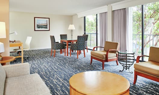 Suite area with tables and chairs