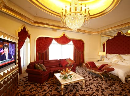 Qasr Suite King Bedroom