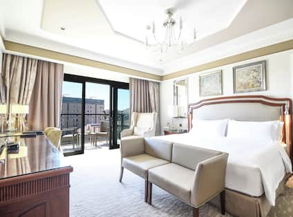 Grand Deluxe Guest Room with King Bed, Work Desk and Balcony