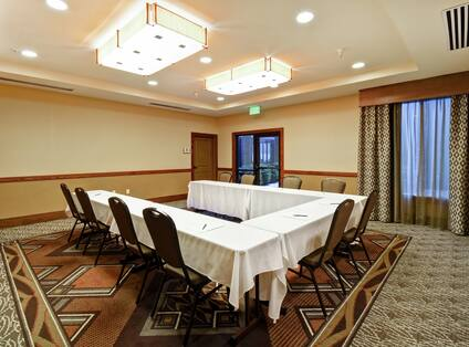 West Glacier Meeting Room with U-Shaped Seating