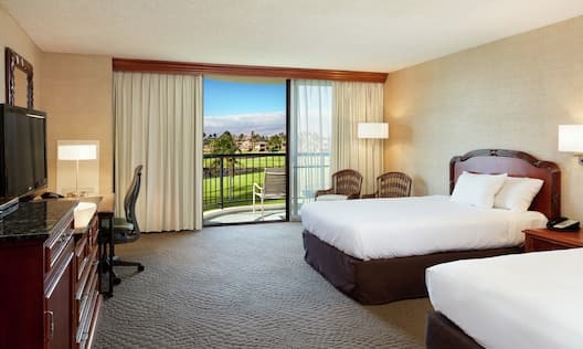 2 Doubles Beds in Guest Room with Resort View