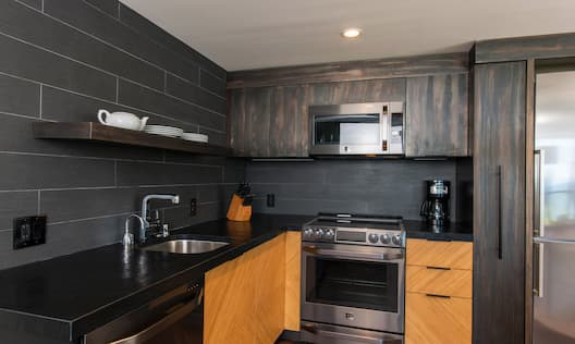Suite Kitchen with Microwave, Oven, Coffee Maker and Refrigerator