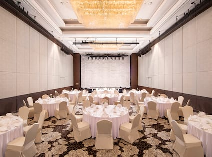 Ballroom Dining Area with Roundtables and Chairs