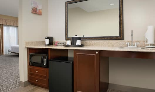 Accessible Guestroom With Amenities