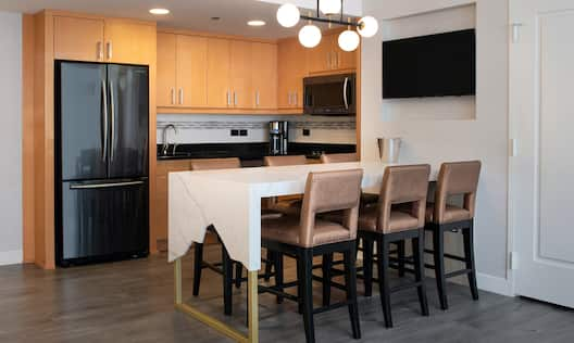 Grand Suite Kitchen Area with Breakfast Bar