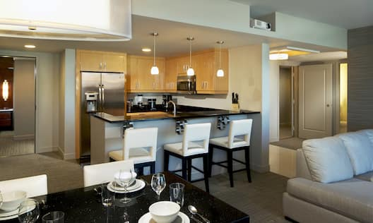 Corner Suite Dining Area and Kitchen