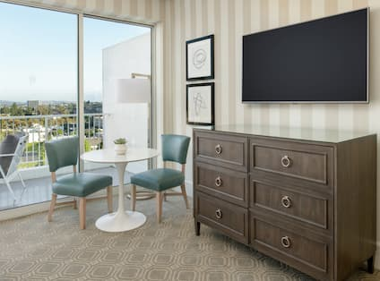 Terrace and nook in guest room