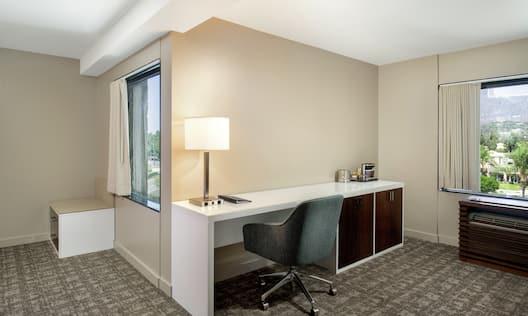Double Queen Guestroom Alcove Area