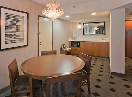 King Whirlpool Suite Dining Area