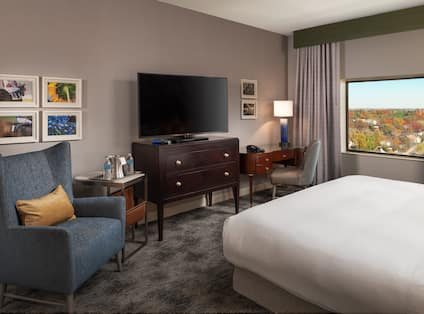 King Junior Suite with Desk HDTV and Soft Chair