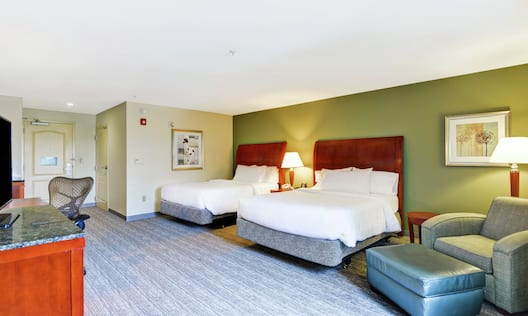 Accessible Double Queen Guestroom