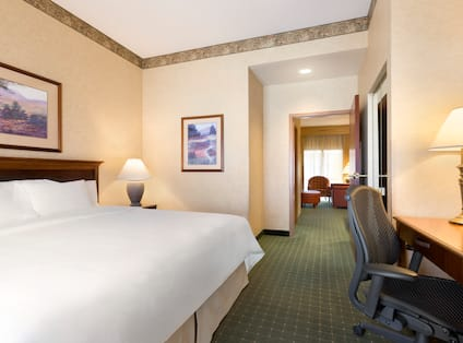Suite Room with Bed and Work Desk