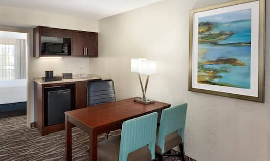 King Suite Desk and Kitchen