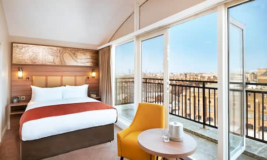 Queen Deluxe Room with Balcony