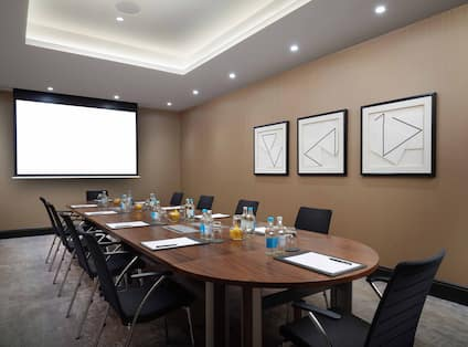 The Thames Meeting Room