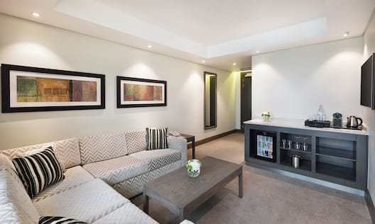 Deluxe King Suite Living Area