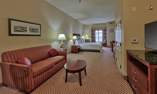 Accessible Single King Guestroom Living Room