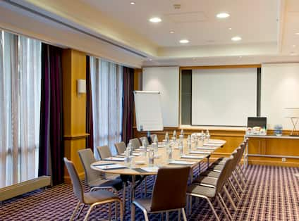 Luxembourg - Portugal Boardroom