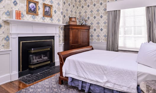 Queen Historic Room With Fireplace