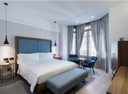 King Superior Guestroom with Bed