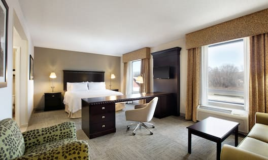 Studio Suite with King Bed and Seating