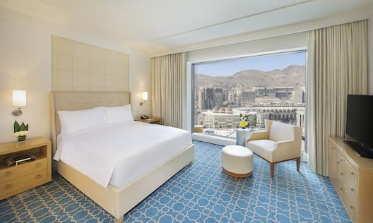 King Executive Suite Bedroom with City View