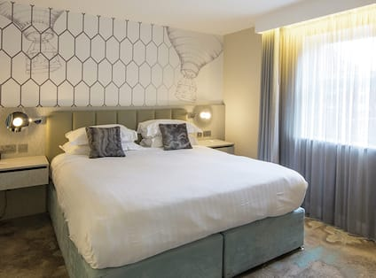 Guest Room with Luxurious King Bed