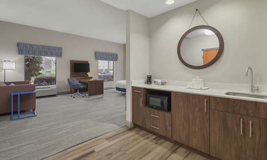 Accessible King Bedroom with Wet Bar