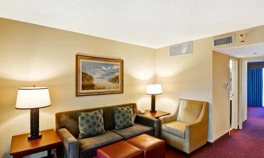 Suite Atrium Parlor Sitting Area