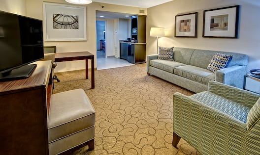 Living Room at Embassy Suites Memphis