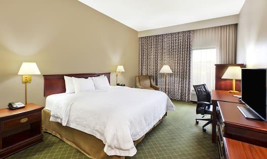 Hampton Inn Marietta Hotel, OH - King Guest Room