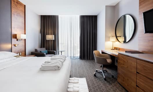 Executive King Guestroom with Bed and Work Desk