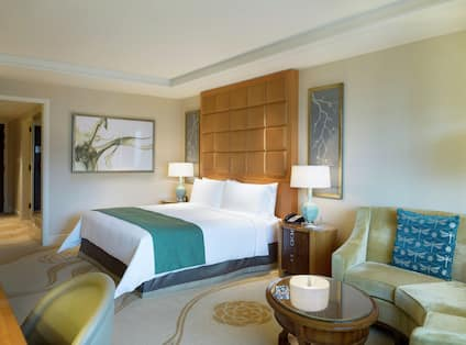 King Deluxe Suite with Bed and Lounge Area