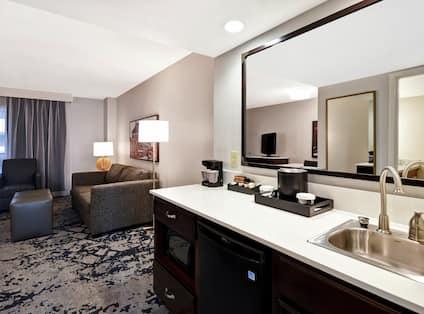 2 Room Suite Wet Bar