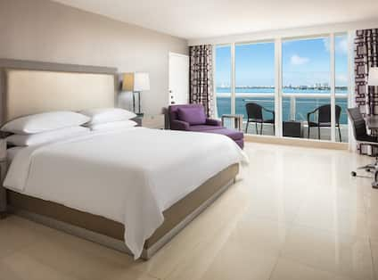 King sized Bed Bay View with Balcony