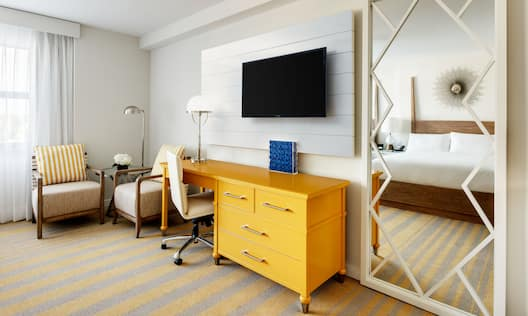 Guestroom, Desk/TV