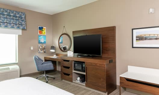 Accessible King Guest Room Amenities