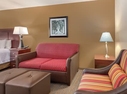 Deluxe King Guestroom Seating Area