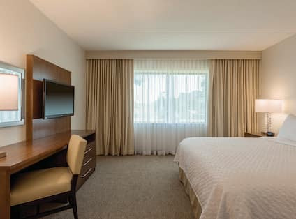 1 King  Accessible Suite