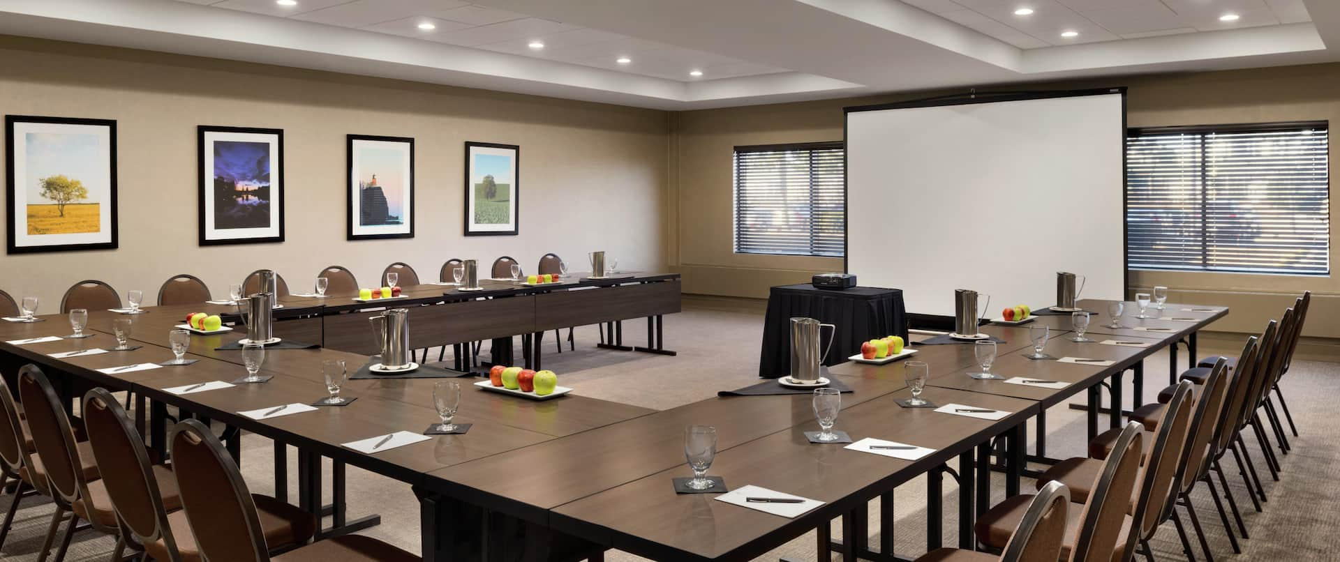 U-Shaped Meeting Room Set Up