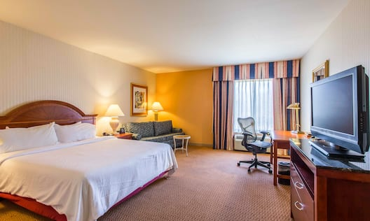 Accessible King Room with Desk and Flat Screen TV