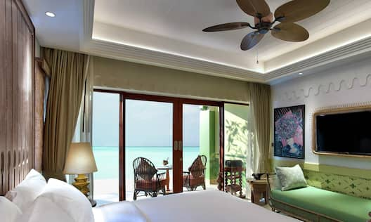 Beach Room Bedroom with Bed, Lounge Area, Room Technology, and Outside View