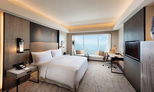 King Bed Hotel Guestroom Suite