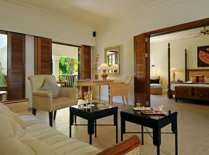 Deluxe Suite, Living Area