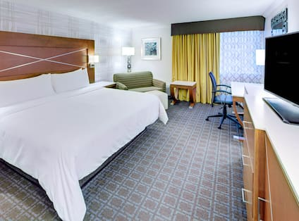 Guest Room with King Bed, Work Desk and Television
